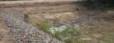 Odbahnění rybníka Hejloch ve Lbosíně.