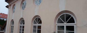 Nová okna a dveře v divišovské Synagoze